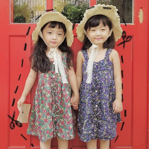 2 nhóc tỳ sinh đôi mới nổi đã xâm chiếm MXH Hàn Quốc vì dễ thương và sở hữu gu ăn mặc siêu chất - Ảnh 9.