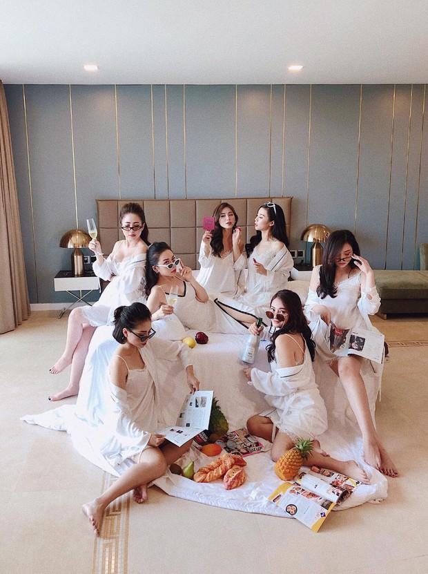 Hội bạn thân hot girl bỉm sữa lại gây bão mạng với khí chất sang chảnh, ảnh đẹp như bìa tạp chí - Ảnh 1.