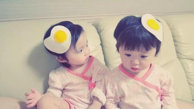 2 nhóc tỳ sinh đôi mới nổi đã xâm chiếm MXH Hàn Quốc vì dễ thương và sở hữu gu ăn mặc siêu chất - Ảnh 10.