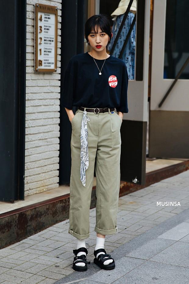 Bí kíp mặc đẹp của giới trẻ Hàn tuần qua gói gọn trong 2 thứ: quần cạp cao và sự đơn giản - Ảnh 7.