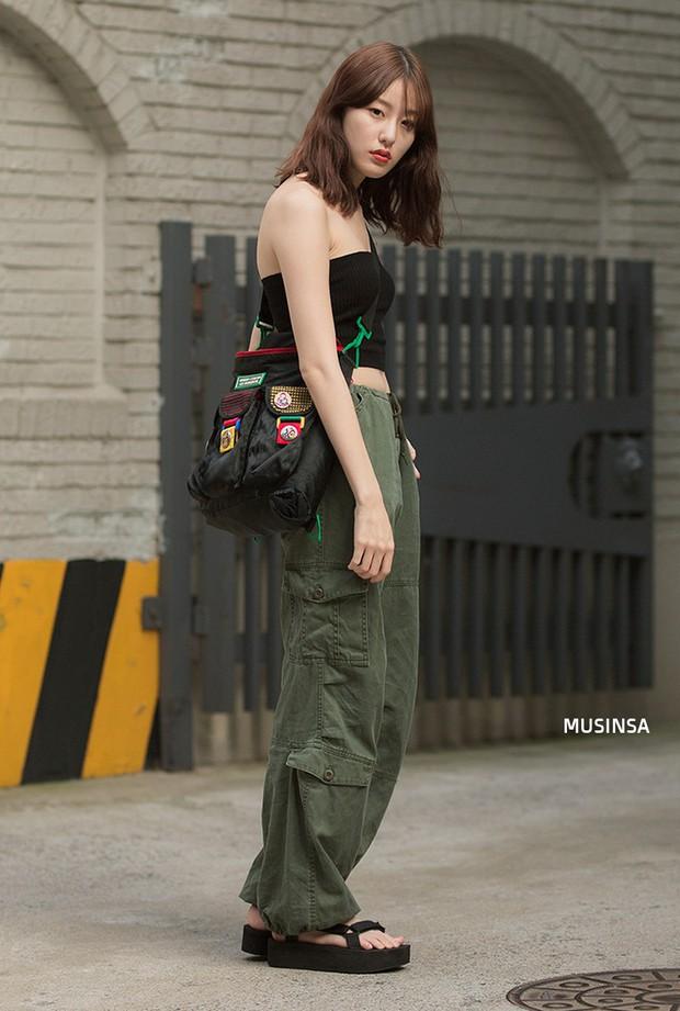 Bí kíp mặc đẹp của giới trẻ Hàn tuần qua gói gọn trong 2 thứ: quần cạp cao và sự đơn giản - Ảnh 9.