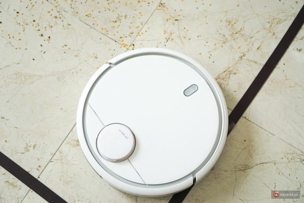 Cận cảnh chú robot chăm chỉ, biết quét dọn nhà thường xuyên lại còn tự sạc pin mỗi khi gần cạn mà chẳng cần ai nhắc nhở - Ảnh 2.