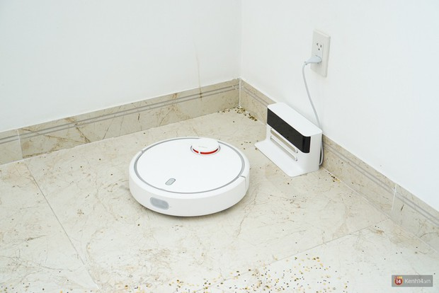 Cận cảnh chú robot chăm chỉ, biết quét dọn nhà thường xuyên lại còn tự sạc pin mỗi khi gần cạn mà chẳng cần ai nhắc nhở - Ảnh 3.