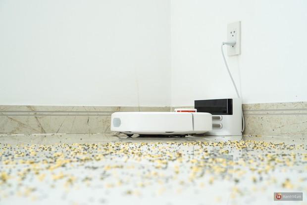 Cận cảnh chú robot chăm chỉ, biết quét dọn nhà thường xuyên lại còn tự sạc pin mỗi khi gần cạn mà chẳng cần ai nhắc nhở - Ảnh 4.