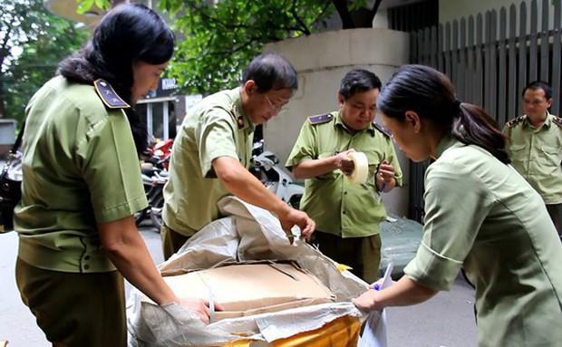 Hà Nội: Hàng nghìn đôi giày dép, túi xách nhái bị bắt giữ - Ảnh 5.
