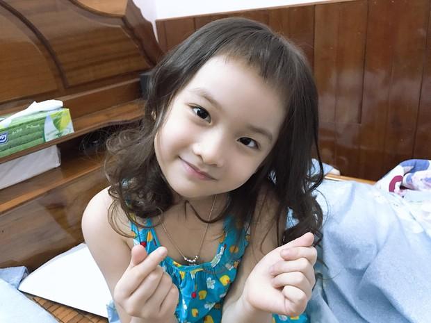 Thấy tóc mái ngố dễ thương, cô chị đem em gái ra làm thí nghiệm nhưng nhìn thành quả qua gương chỉ muốn khóc banh trời - Ảnh 3.