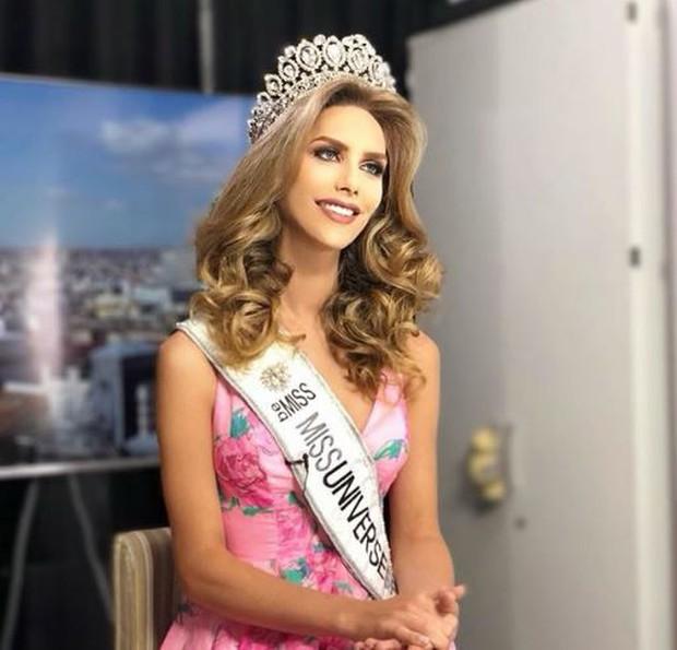 Nhan sắc rực rỡ của Hoa hậu chuyển giới đầu tiên trong lịch sử tham gia Miss Universe - Ảnh 1.