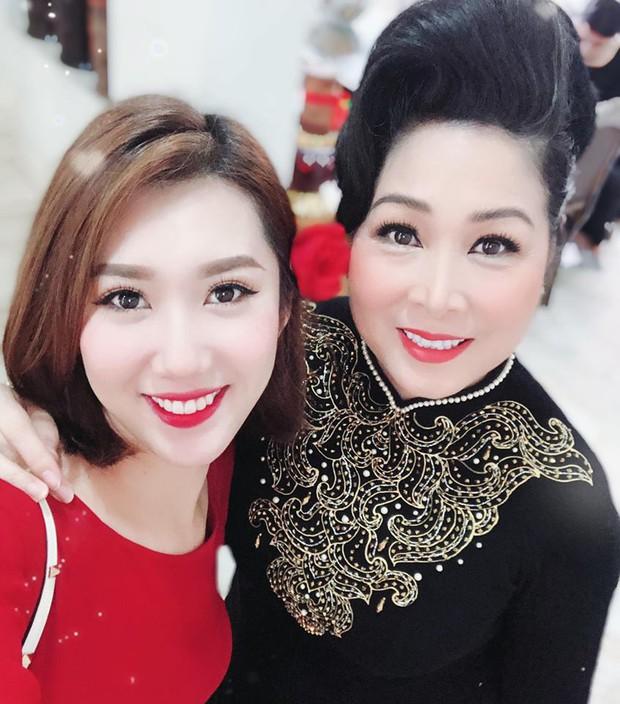Thuý Ngân Gạo nếp gạo tẻ đến chung vui trong đám cưới của con gái nghệ sĩ Hồng Vân - Ảnh 3.