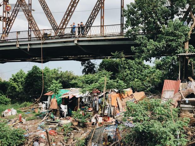 Cuộc sống của dân ngụ cư dưới chân cầu Long Biên: Hễ mở cửa là đón rác vào nhà - Ảnh 11.