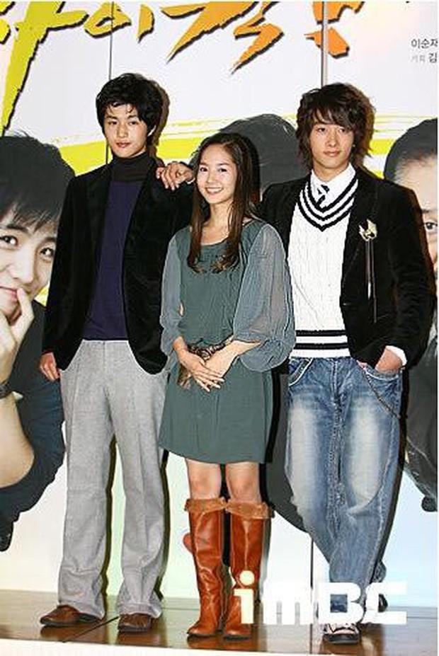 Duyên trời định giữa Park Min Young và nam idol Kpop: Quen nhau từ Gia đình là số một, 12 năm thì 3 lần tái hợp - Ảnh 2.