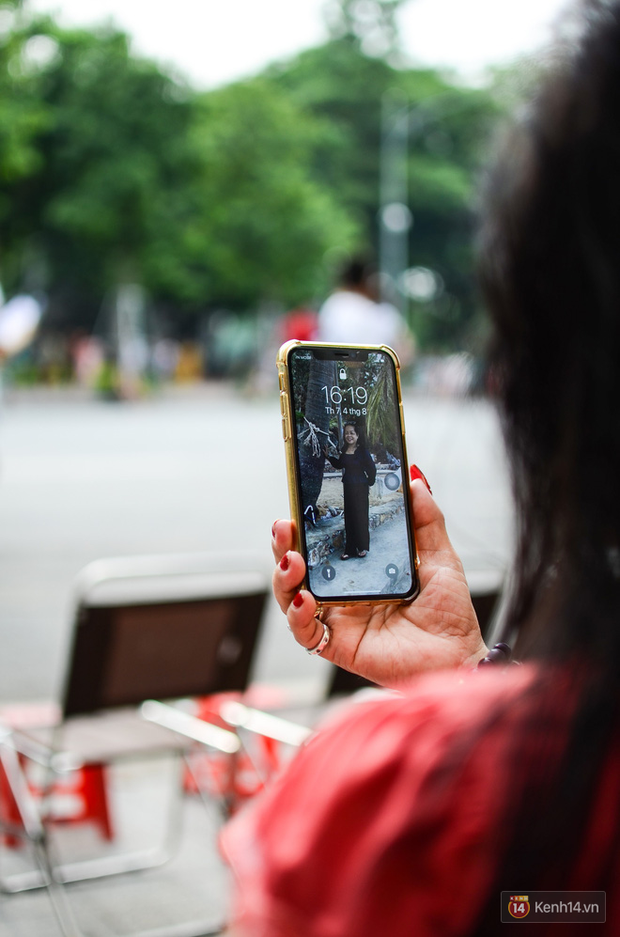 Gặp iFan đặc biệt: Ngoài 60 tuổi, đang bán trà đá ngoài bờ Hồ Hoàn Kiếm, thích iPhone X vì hỗ trợ cho công việc - Ảnh 6.