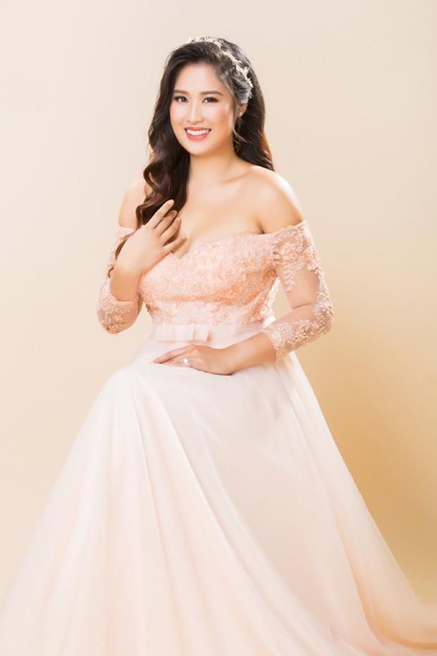 Thuý Ngân Gạo nếp gạo tẻ đến chung vui trong đám cưới của con gái nghệ sĩ Hồng Vân - Ảnh 9.