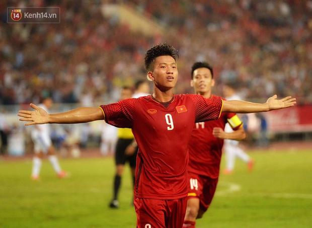 Hình ảnh đẹp, đầy xúc động của U23 Việt Nam sau khi lên ngôi giải Tứ hùng - Ảnh 8.
