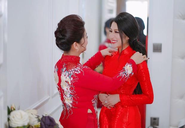 Toàn cảnh lễ ăn hỏi Vân Navy và chồng doanh nhân tại Hà Nội sáng nay - Ảnh 3.