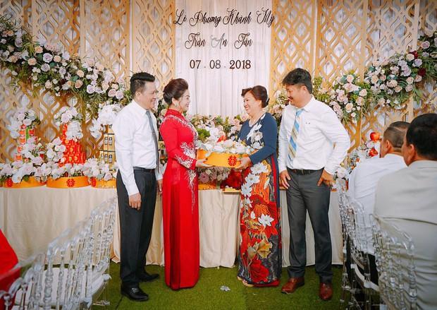 Toàn cảnh lễ ăn hỏi Vân Navy và chồng doanh nhân tại Hà Nội sáng nay - Ảnh 2.