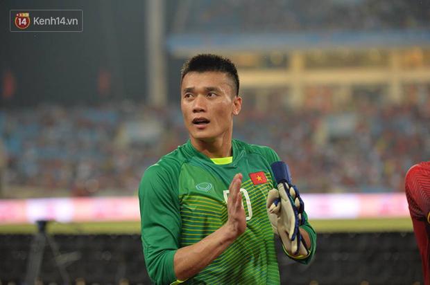 Hình ảnh đẹp, đầy xúc động của U23 Việt Nam sau khi lên ngôi giải Tứ hùng - Ảnh 4.