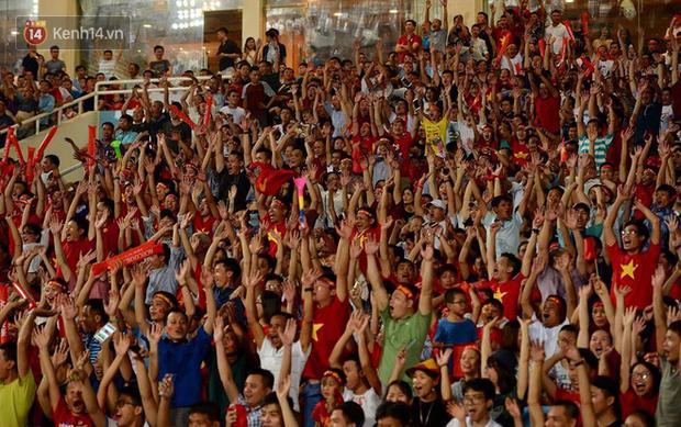 Hình ảnh đẹp, đầy xúc động của U23 Việt Nam sau khi lên ngôi giải Tứ hùng - Ảnh 9.