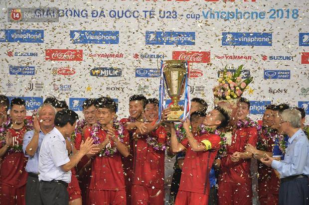 Hình ảnh đẹp, đầy xúc động của U23 Việt Nam sau khi lên ngôi giải Tứ hùng - Ảnh 6.