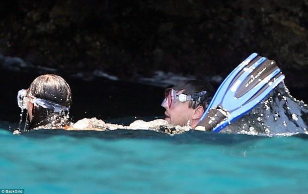 Leonardo DiCaprio lộ bụng phệ khi đi lặn biển với bạn gái bốc lửa nhỏ hơn 22 tuổi - Ảnh 5.