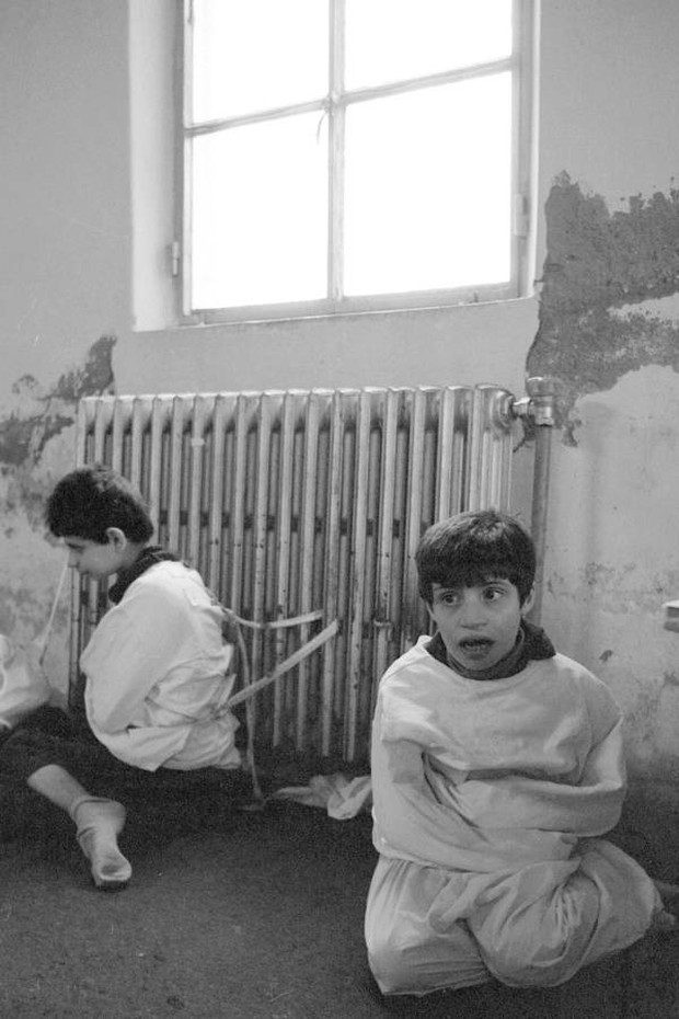 Những tấm hình ám ảnh trong bệnh viện tâm thần 50 năm trước - Ảnh 5.