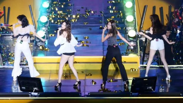 Hết lấn át dàn tân Hoa hậu, Á hậu Hàn Quốc, mỹ nhân Kpop lại gây náo loạn vì đôi chân bảo hiểm 10 tỉ quá nuột - Ảnh 1.