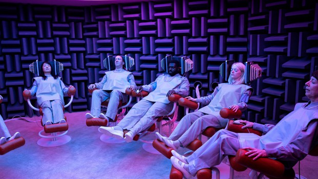Phim truyền hình về những kẻ điên của sao La La Land tung trailer gây loạn trí - Ảnh 5.