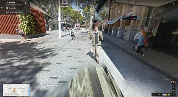 Thanh niên rảnh giơ ngón tay thối trêu xe Google, lẽo đẽo dai như đỉa suốt cả đoạn đường dài - Ảnh 4.