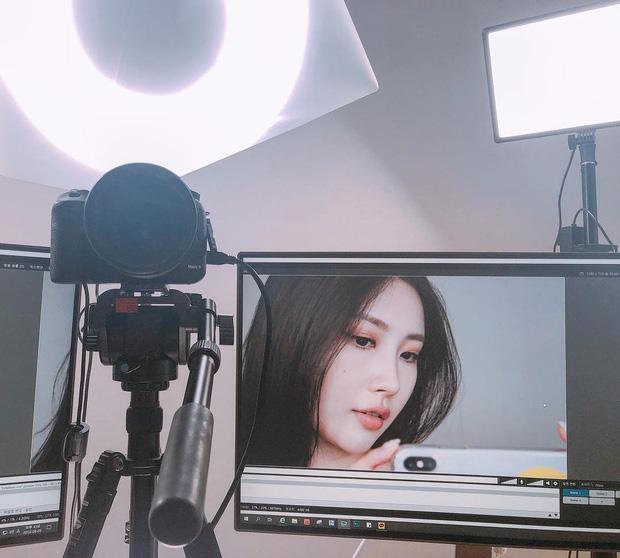 Netizen Hàn á khẩu với màn biến hình thành Hwasa (Mamamoo) của beauty blogger đình đám Risabae  - Ảnh 2.