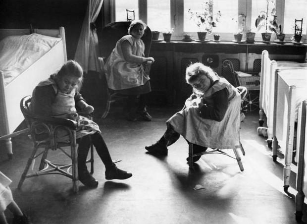 Những tấm hình ám ảnh trong bệnh viện tâm thần 50 năm trước - Ảnh 16.