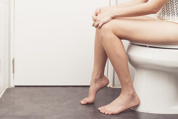 6 dấu hiệu cảnh báo bệnh sỏi thận mà bạn không nên chủ quan bỏ qua - Ảnh 1.