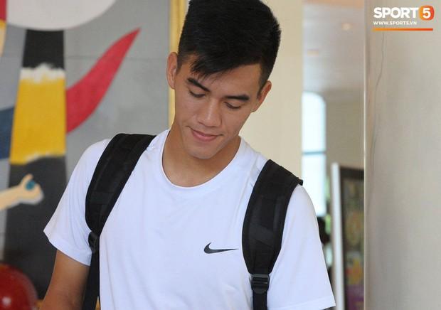Nụ cười lạc quan của Đặng Văn Lâm ngày chia tay Olympic Việt Nam - Ảnh 7.