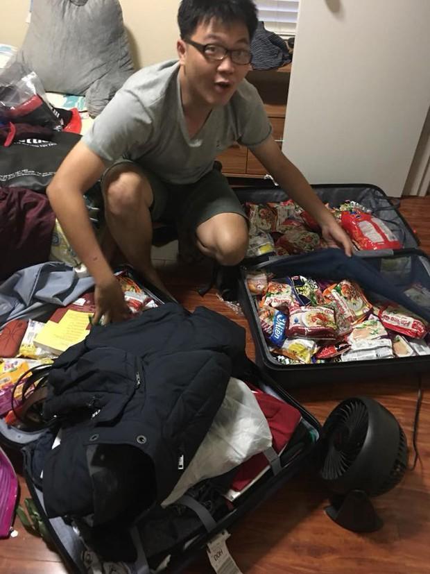 Hết băng vệ sinh, du học sinh Việt lại đua nhau khoe vali chứa đầy mì tôm vì sợ ở bển không bán! - Ảnh 1.