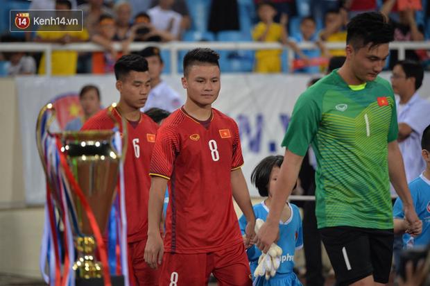 Quang Hải dính chấn thương trước thềm ASIAD 2018, người hâm mộ Việt Nam thót tim - Ảnh 1.