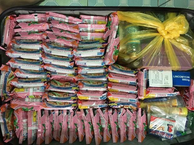 Hết băng vệ sinh, du học sinh Việt lại đua nhau khoe vali chứa đầy mì tôm vì sợ ở bển không bán! - Ảnh 5.