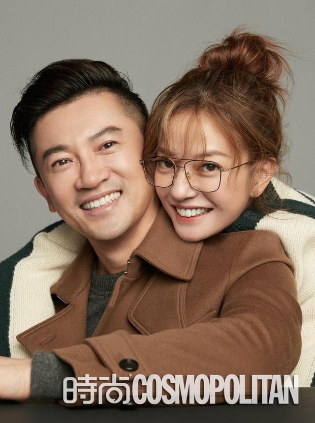 Cặp đôi quốc dân Triệu Vy - Tô Hữu Bằng ôm nhau siêu tình tứ trên bìa tạp chí - Ảnh 4.