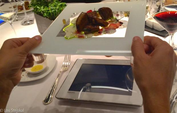 Nhà hàng 3 sao Michelin dùng iPad để đựng món ăn thật, vừa ăn vừa xem hoạt hình ngay bên dưới - Ảnh 4.