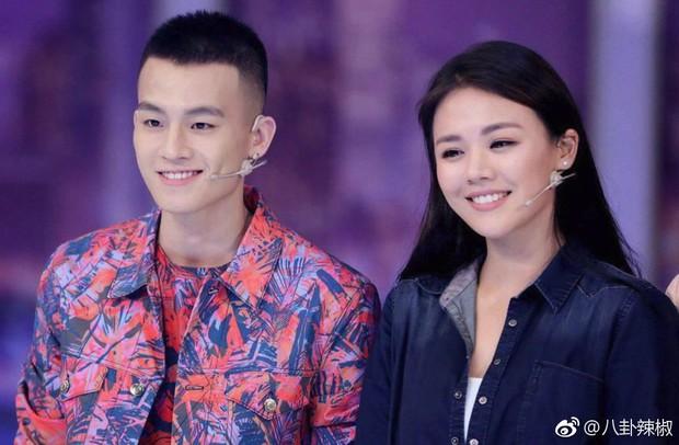 Thêm 1 cặp đôi đường ai nấy đi: Ảnh hậu Kim Mã chia tay bạn trai sau 3 năm hẹn hò - Ảnh 1.