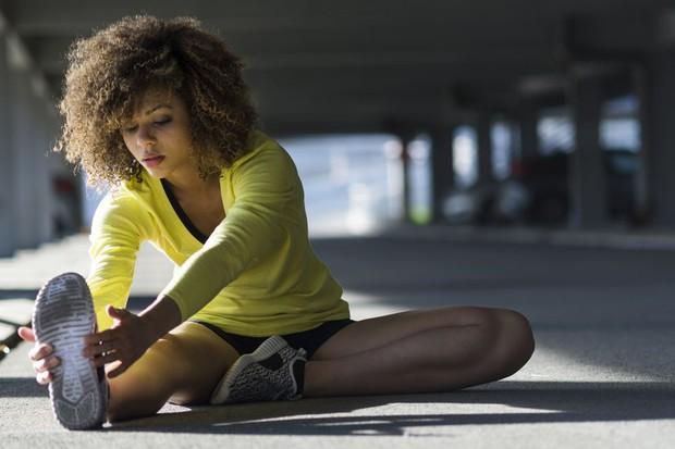 Huấn luyện viên thể hình mách bạn cách đối phó với những cơn đau cơ trong quá trình tập luyện - Ảnh 1.