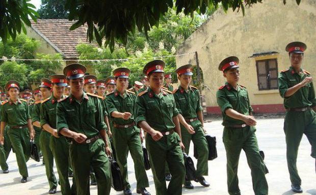 Thủ khoa, Á khoa Học viện Hậu cần hệ quân sự đều là thí sinh ở Hòa Bình - Ảnh 1.