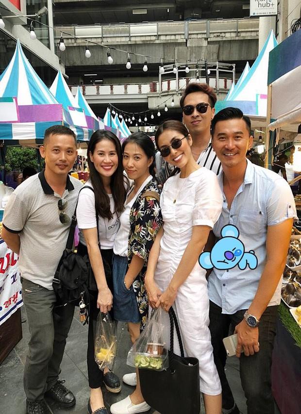 Cùng một mẫu đầm thanh lịch: Thủy Tiên diện để ăn cưới fan ruột trong khi Hà Tăng mặc đi vi vu du lịch - Ảnh 3.