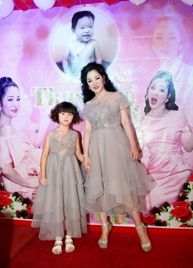 Trường Giang xuất hiện vui vẻ trong sinh nhật Thuý Nga giữa tin đồn cưới Nhã Phương vào tháng 9 - Ảnh 1.