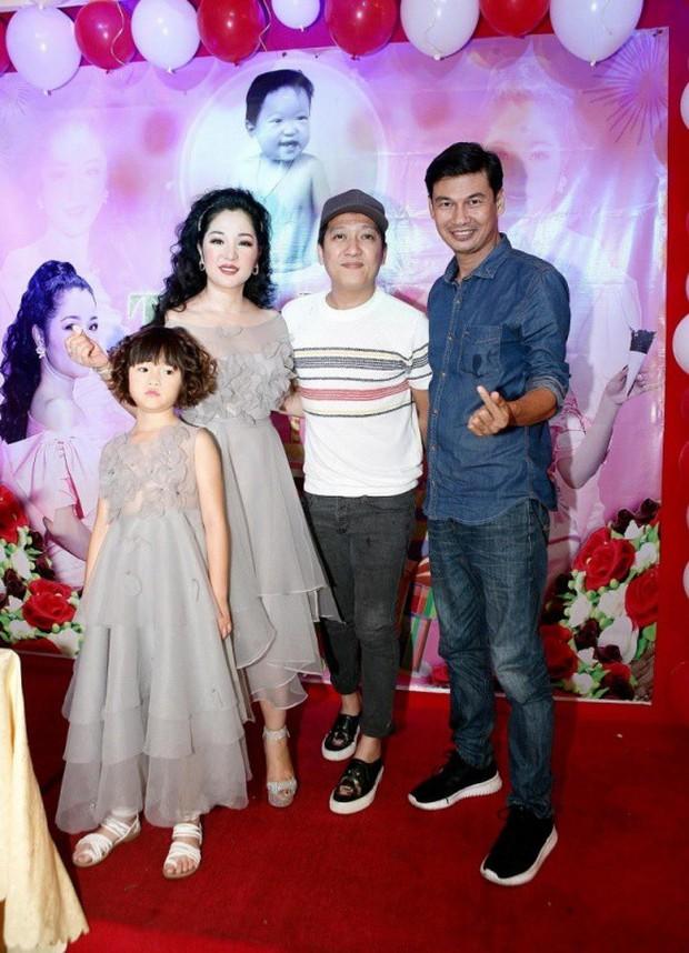 Trường Giang xuất hiện vui vẻ trong sinh nhật Thuý Nga giữa tin đồn cưới Nhã Phương vào tháng 9 - Ảnh 2.