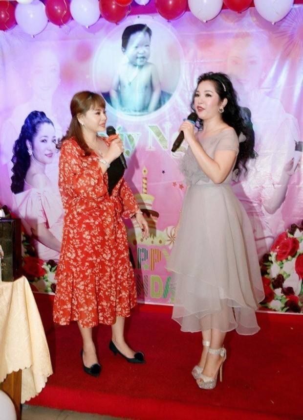 Trường Giang xuất hiện vui vẻ trong sinh nhật Thuý Nga giữa tin đồn cưới Nhã Phương vào tháng 9 - Ảnh 3.