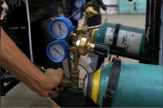 Chán dùng xăng, nhóm sinh viên Ai Cập tự thiết kế xe chạy bằng không khí cho nó tiết kiệm - Ảnh 2.