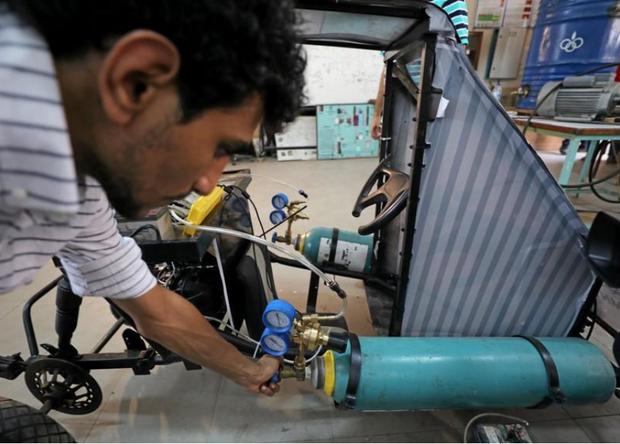 Chán dùng xăng, nhóm sinh viên Ai Cập tự thiết kế xe chạy bằng không khí cho nó tiết kiệm - Ảnh 5.