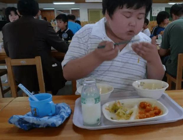 Chỉ một bữa trưa của học sinh tiểu học đã cho thấy người Nhật bỏ xa thế giới ở lĩnh vực trồng người như thế nào - Ảnh 13.
