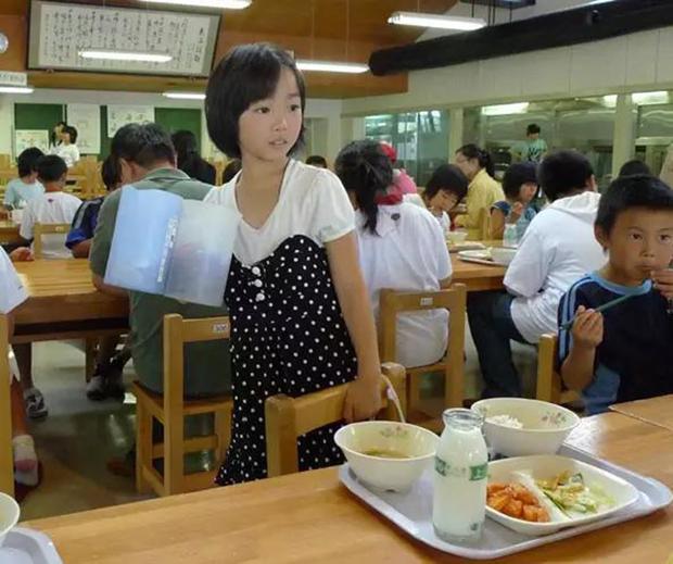 Chỉ một bữa trưa của học sinh tiểu học đã cho thấy người Nhật bỏ xa thế giới ở lĩnh vực trồng người như thế nào - Ảnh 8.