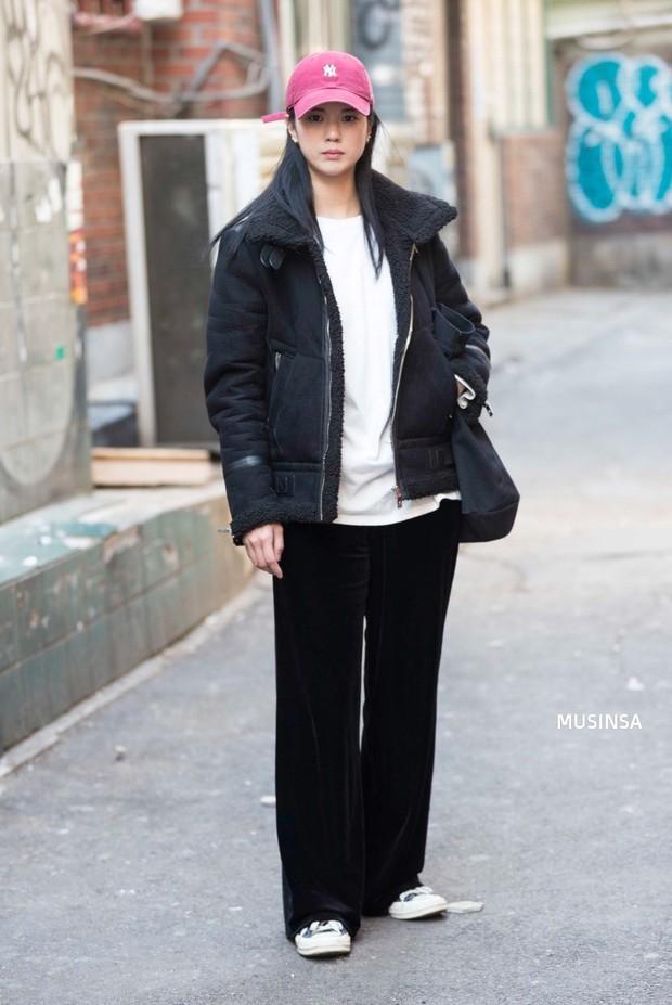 Học theo street style hay ho của giới trẻ Hàn, bạn sẽ chẳng lo bị chê ăn vận nhàm chán nữa - Ảnh 11.