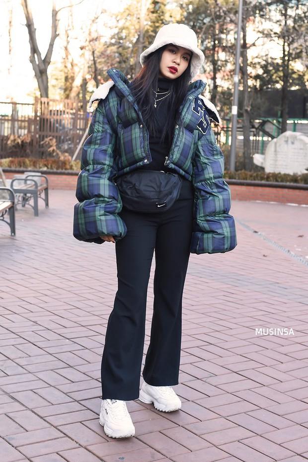 Học theo street style hay ho của giới trẻ Hàn, bạn sẽ chẳng lo bị chê ăn vận nhàm chán nữa - Ảnh 6.