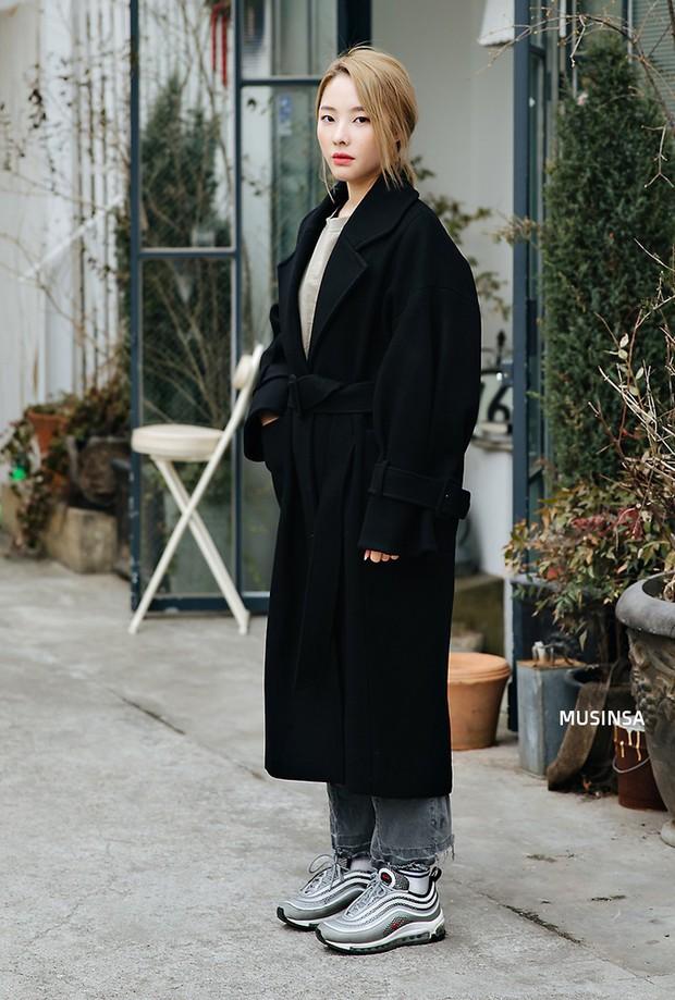 Học theo street style hay ho của giới trẻ Hàn, bạn sẽ chẳng lo bị chê ăn vận nhàm chán nữa - Ảnh 5.